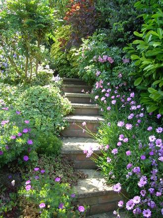 id e escalier de jardin photos d 39 escaliers de jardin le journal du jardin. Black Bedroom Furniture Sets. Home Design Ideas