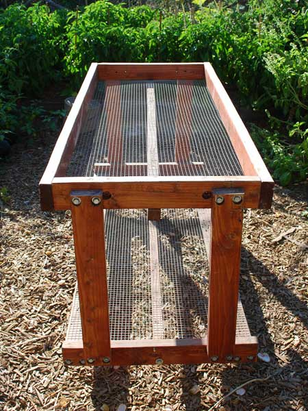 Table de potager construire une table pour votre potager for Construire une table de jardin