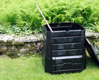 Le compost, or noir du jardin
