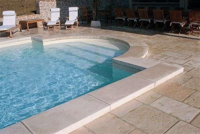 piscine en pierres de bourgogne