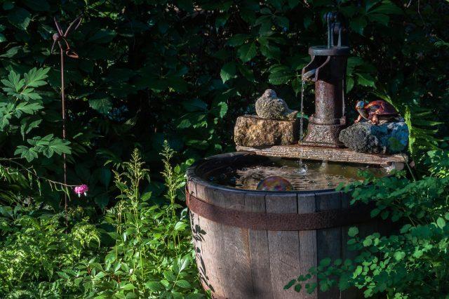 Tonneau au jardin ou dans la v randa - Bassin dans un tonneau marseille ...